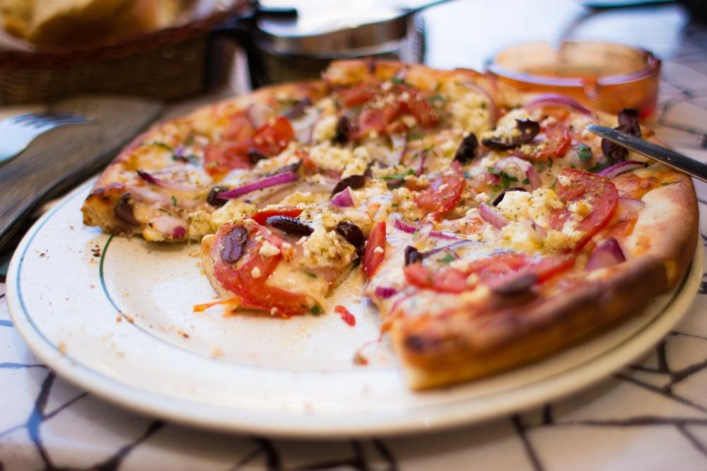 Meşhur pizzamız, görünce bile ağzımın suyu akıyor