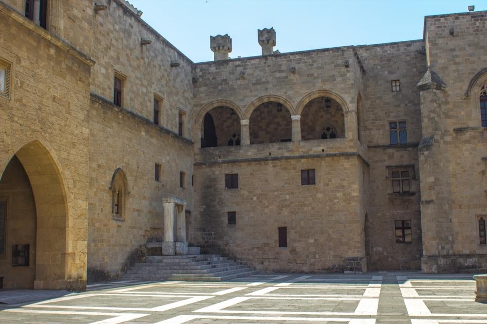 Sarayın Avlusu